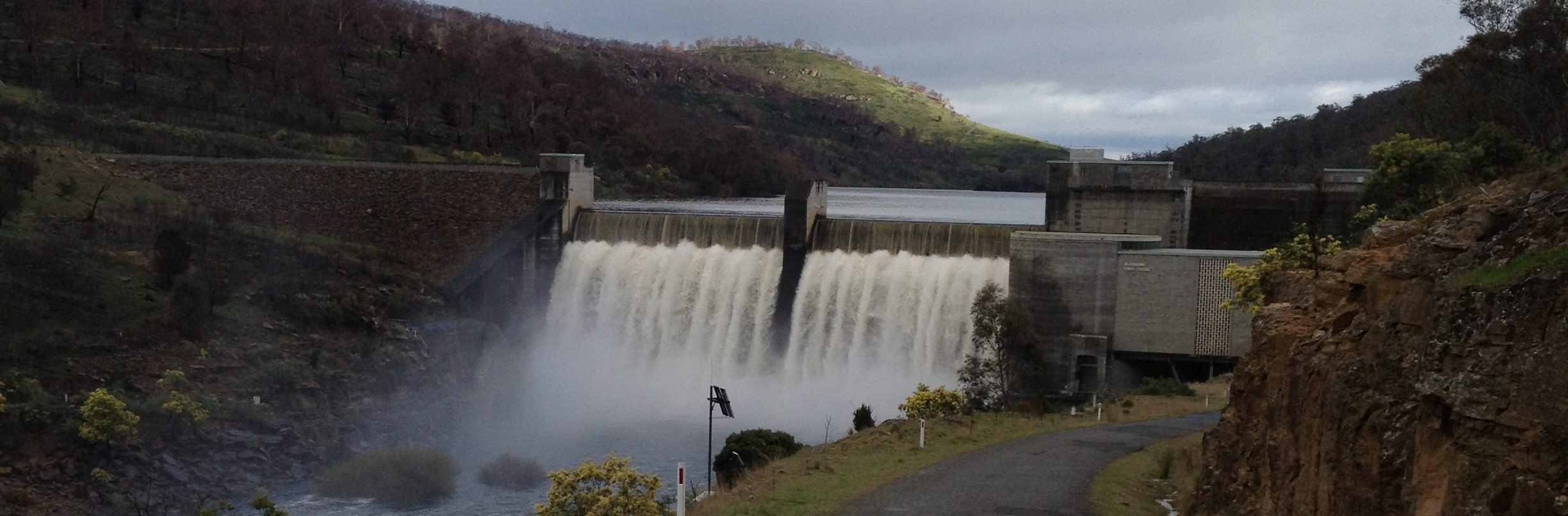 Meadowbank Dam on full flow